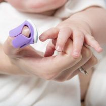 LIMA-UNAS-BEBE-baby_nails-como4